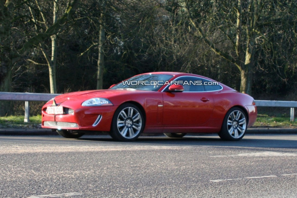 jaguar-xk-r-facelift-with-front-end-uncovered_2