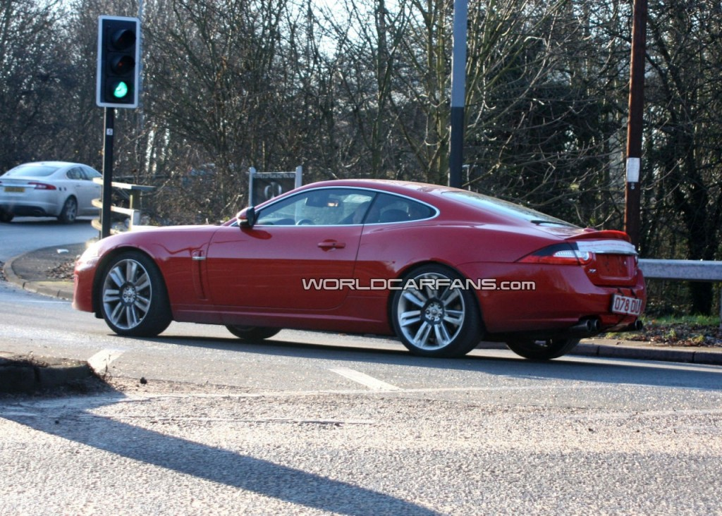 jaguar-xk-r-facelift-with-front-end-uncovered_5