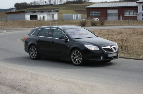 opel-insignia-opc-sport-tourer-spy-photo_2