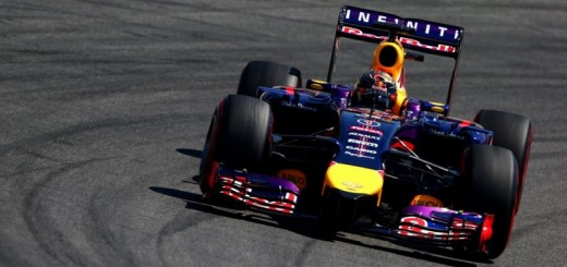 vettel conduciendo red bull 2014